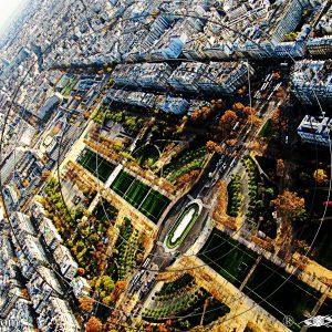VUE 3 DE LA TOUR EIFFEL SUR LE CHAMP-DE-MARS DE PARIS : ESPRIT LIBRE PHOTO DU MONDE